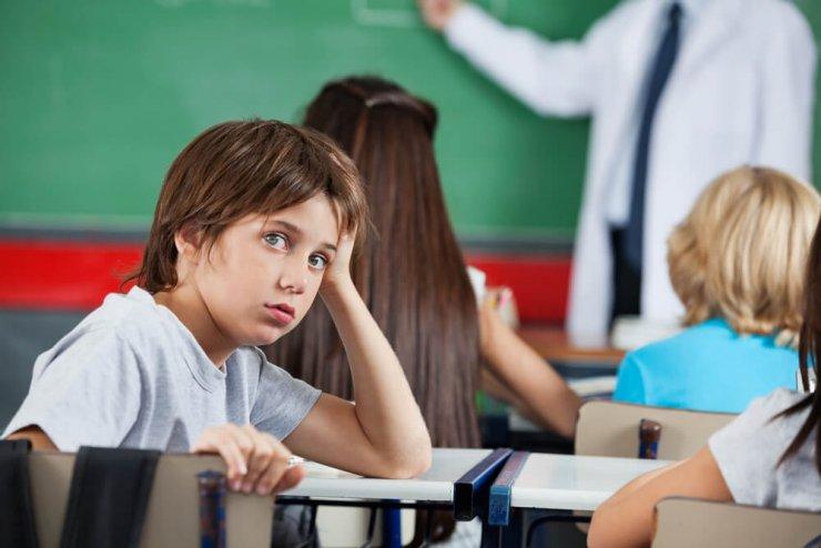 Zakaj bi se morali otroci v šoli več premikati?