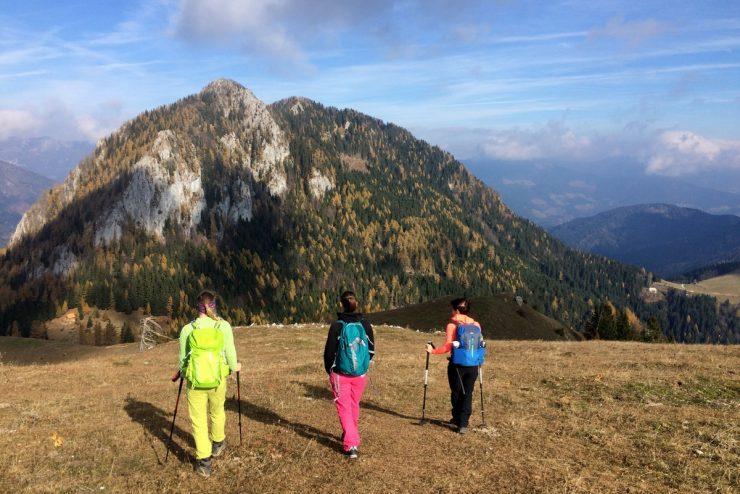 Odprte le še nižje ležeče planinske koče, jeseni skrbneje načrtujmo ture