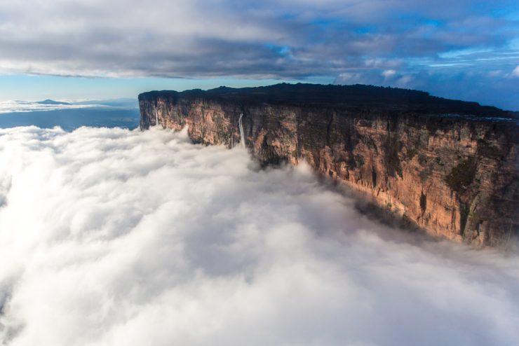 Zanimivi kraji: gora Roraima, ki 'lebdi' nad oblaki