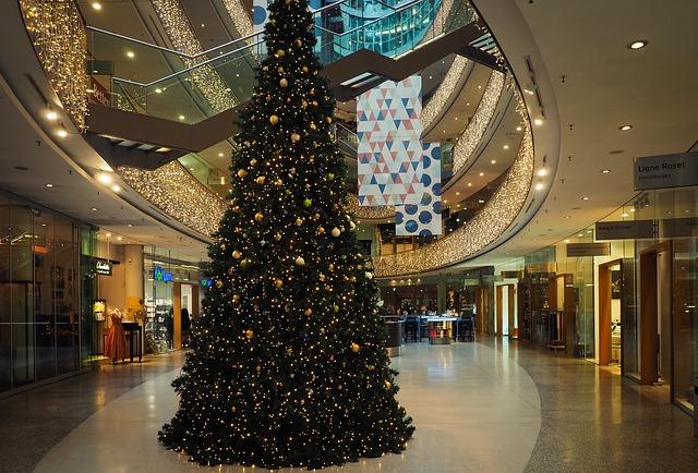 Kolumna: December se je začel že v oktobru - vsaj v trgovinah