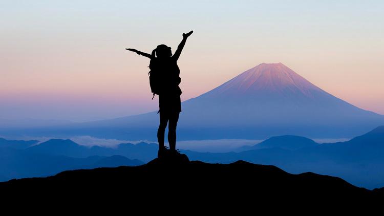 Kaj pravite na službo, ki vam plača, da s prijatelji odpotujete na 40 različnih destinacij po svetu?