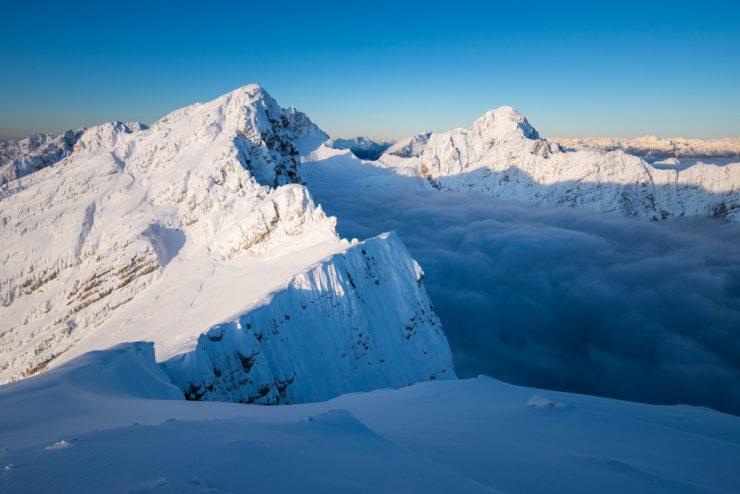 Ljubim gore, berem gore