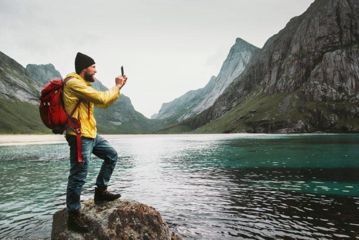 Milijonar išče osebnega fotografa, ki bo z njim prepotoval svet