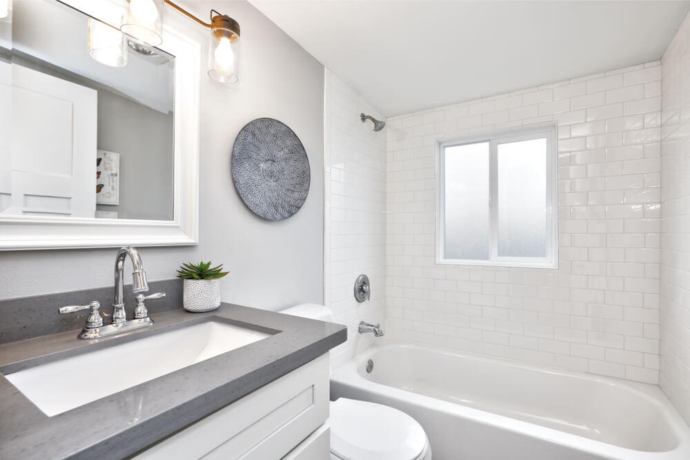Oprema kopalnice: 5 rešitev za kopalniške dileme