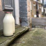 Zaradi okoljske ozaveščenosti potrošnikov se vračajo raznašalci mleka