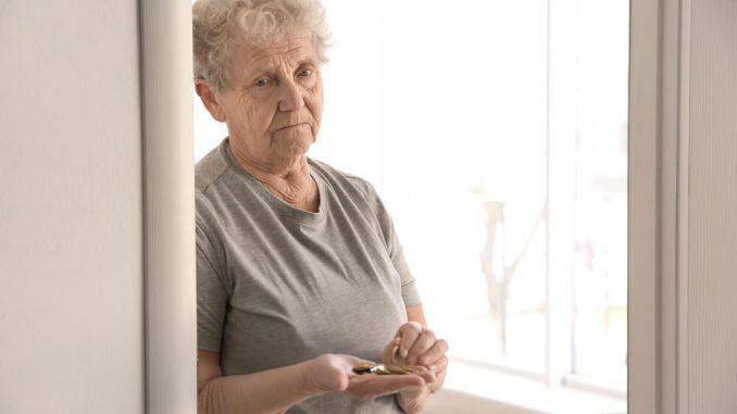 Osamljeni starejši v času izolacije zaradi koronavirusa
