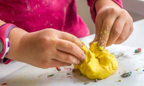 Naredimo sami: domači plastelin - neškodljiv za otroke in okolje