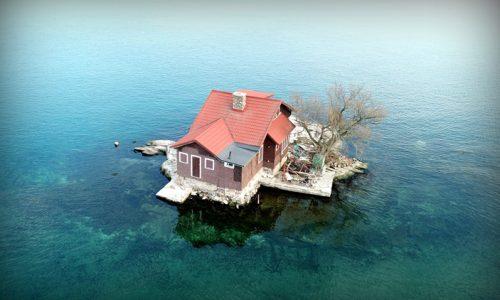 Nenavadni kraji: Otok z ravno dovolj prostora